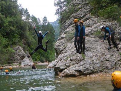 Trekking acuático para Team building en Albanyà