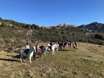 骑马穿过La Pedriza到Canto Cochino 4小时