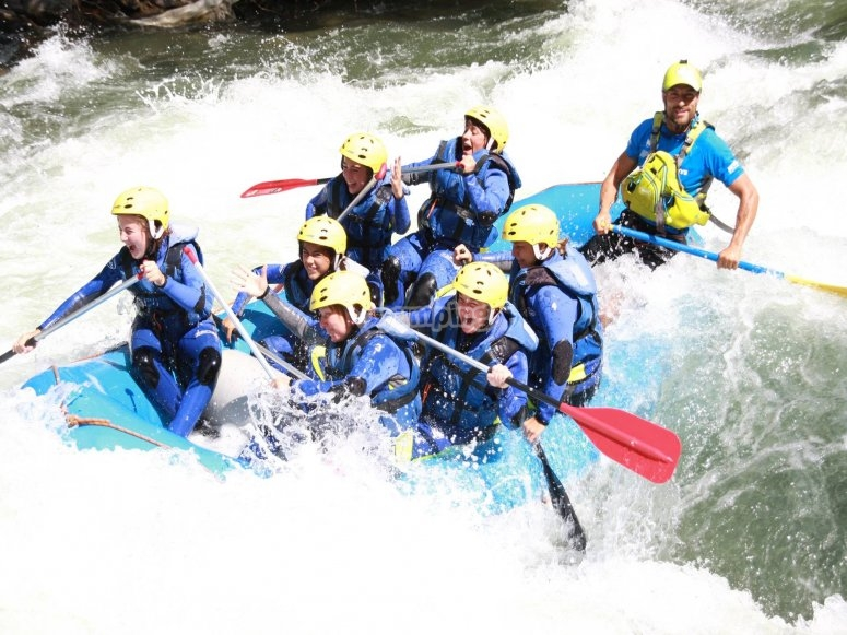 Descenso rafting aguas bravas Pirineos