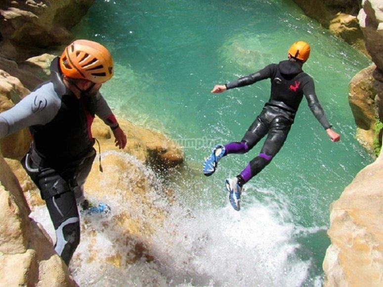 Salto ruta barranco poza de agua