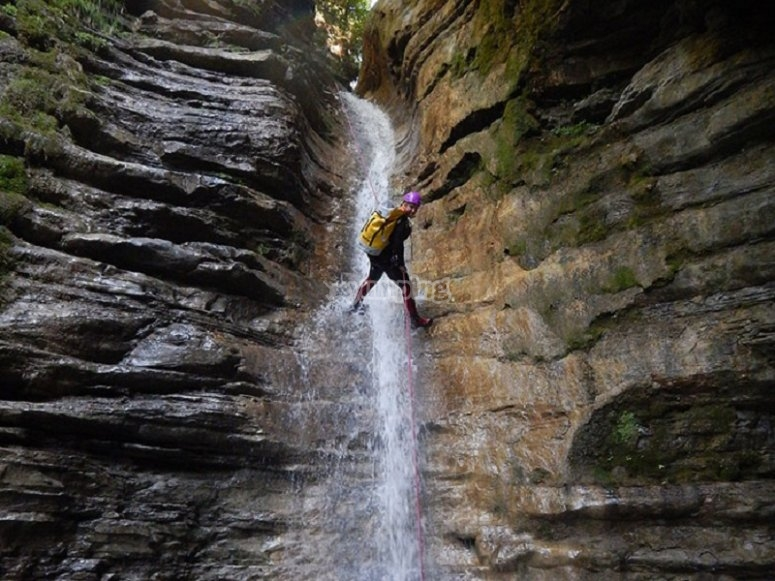Rapel in canyoning