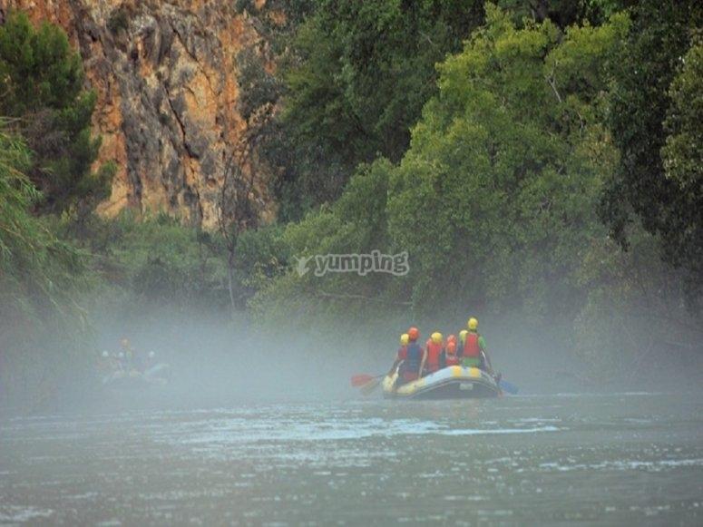 Nebbia durante l'itinerario del fiume