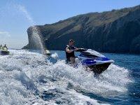 没有许可证的Illes Medes退出喷气滑雪30分钟