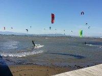 在风筝冲浪中进行风筝冲浪