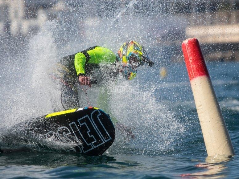喷气冲浪板转动