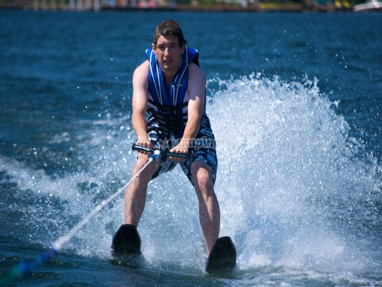 Curso de esquí acuático en Málaga