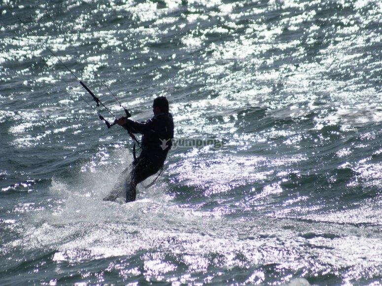 马贝拉的风筝冲浪