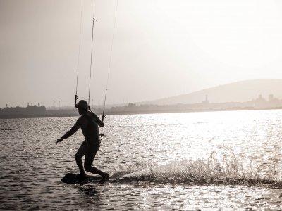 Kitesurf在Puerto Marbella的3小时课程为期4天