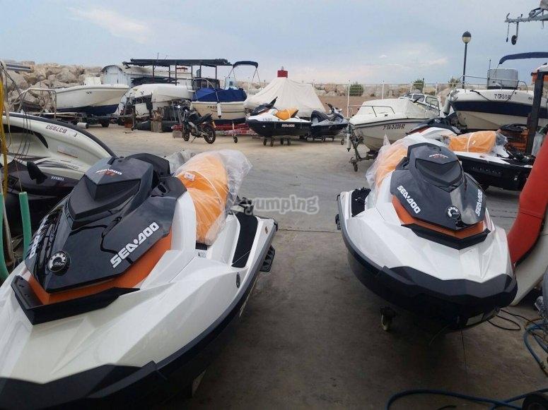 Nuestra flota de motos de agua sea doo