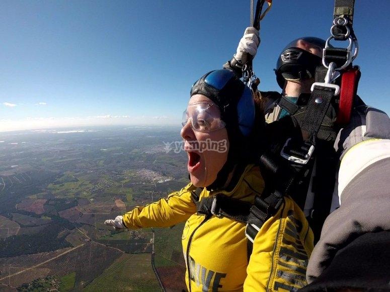 Salto in caduta libera con paracadute