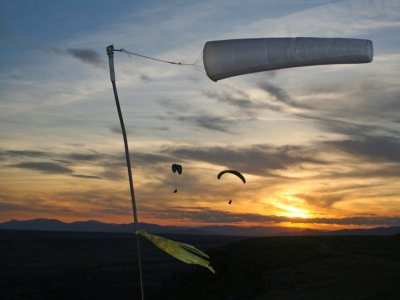 Paraglider with acrobatics + video 30 min 4 spots