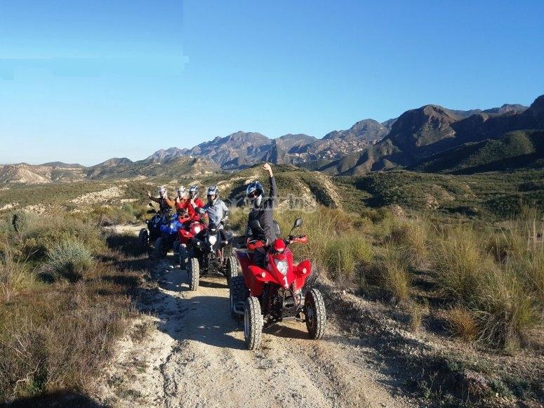 阿尔梅里亚山脉的四轮摩托车