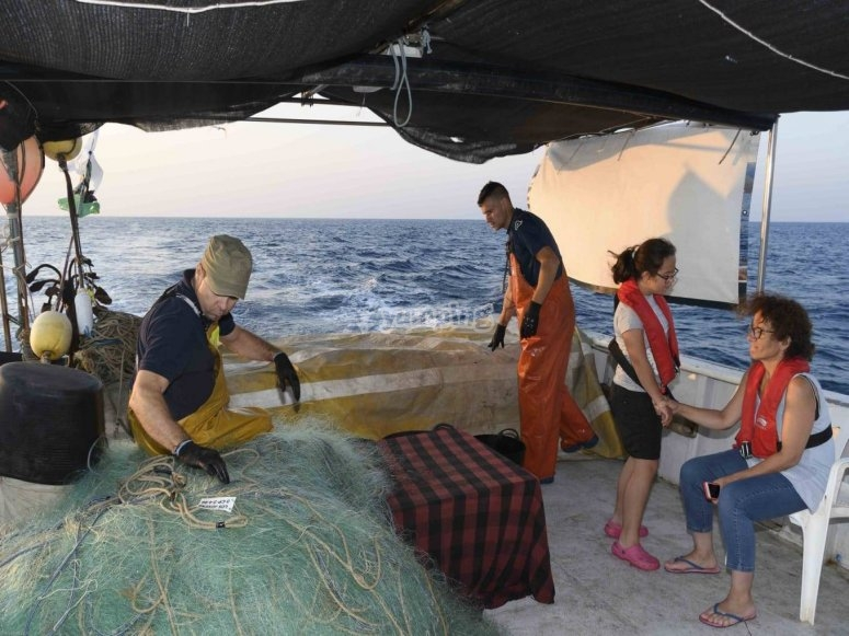 Partenza in barca per pescare
