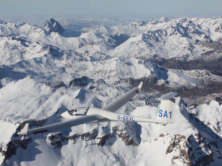 Picos nevados en el Pirineo