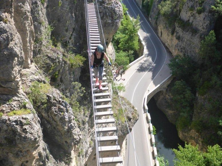 Carretera bajo los pies de los escaladores