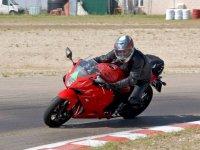 Apurando la frenada en la moto
