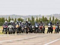 Concentracion de motos en pista