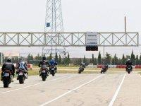 Cruzando el semaforo del circuito de Zuera