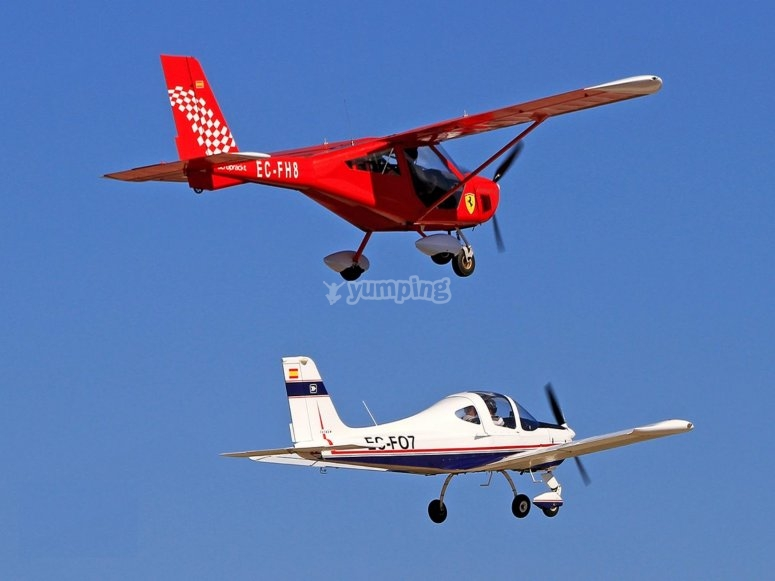 Avionetas durante el vuelo sobre La Manga