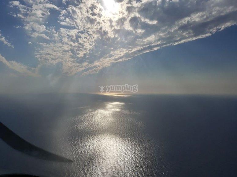 Avioneta volando sobre La Manga