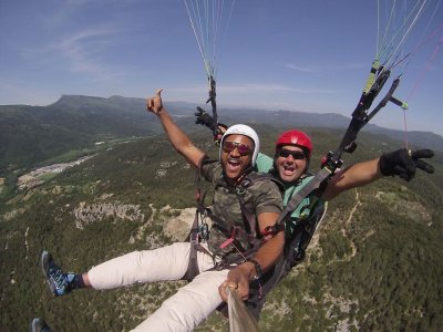 Tandem paragliding flight with photos Amer 15 min
