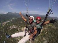 双人滑翔伞在Amer拍摄照片15分钟