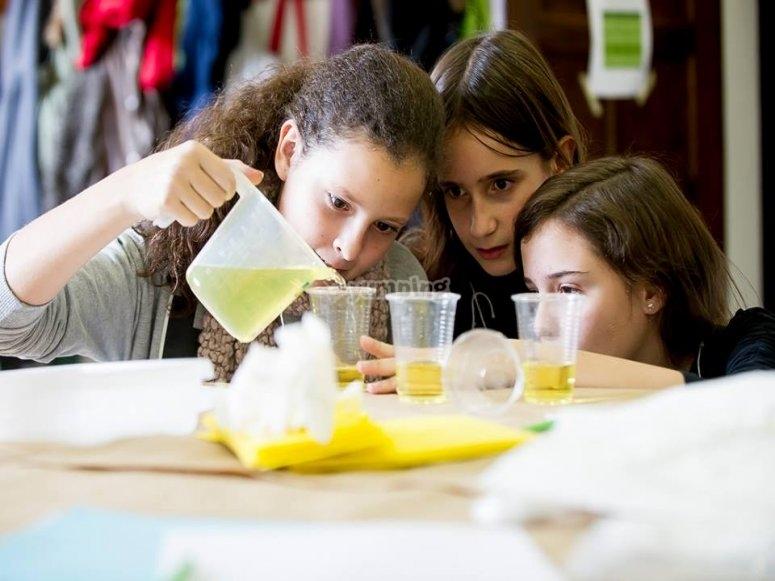 Experimentos científicos en el laboratorio