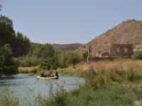 Navegando junto a restos historicos