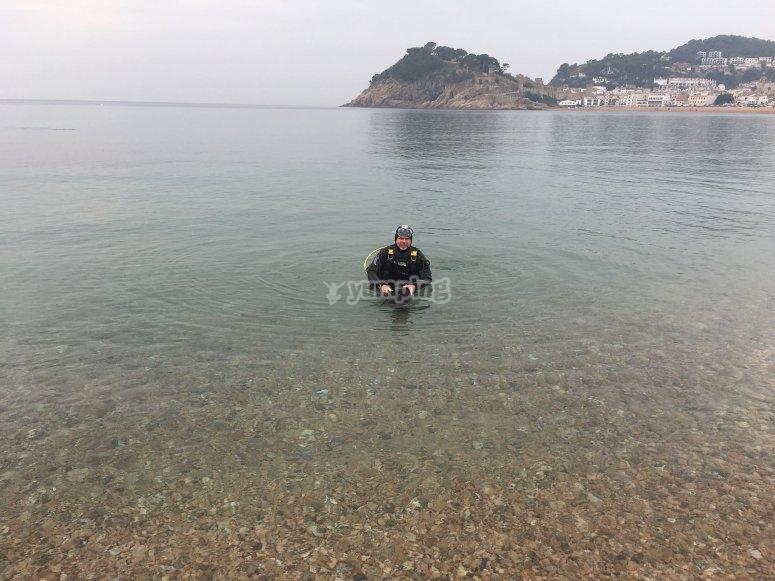 在水中享受