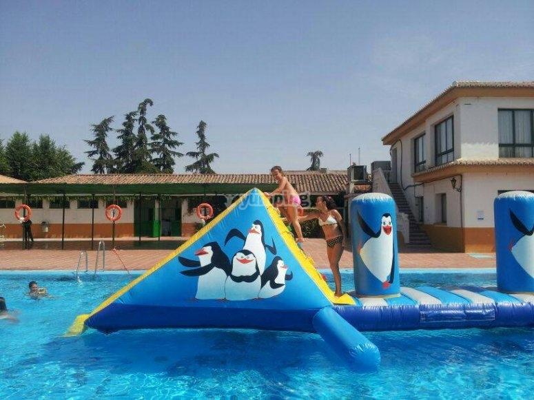 Gonfiabili nelle strutture della piscina