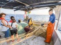 Aprendiendo a manipular red de pesca