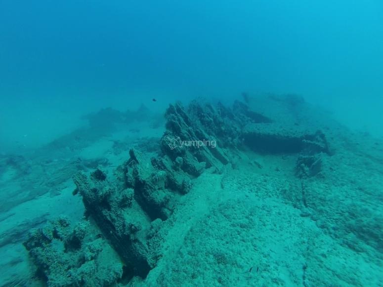 探索淹没在地中海的建筑物