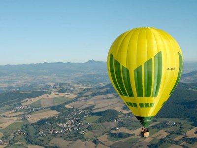 Volo in mongolfiera Montserrat e bicchiere di cava 1h 15 min