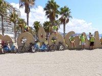 Con las bicis en la Malagueta
