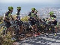 Grupo ciclista descansando