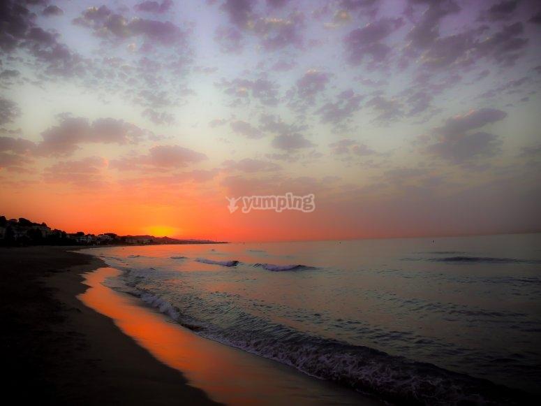 在塔拉戈纳海滩日落