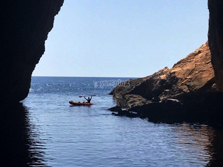 Entrada a cueva en Alicante