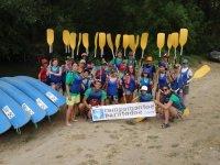 Kayaks en el campamento