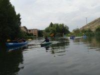Peques en las canoas