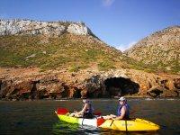 Tour kayak, snorkel y speleología en Cova Tallada