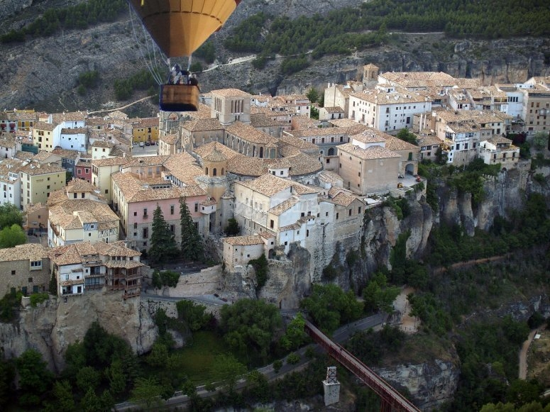 Hot-air balloon ride for children in Cuenca