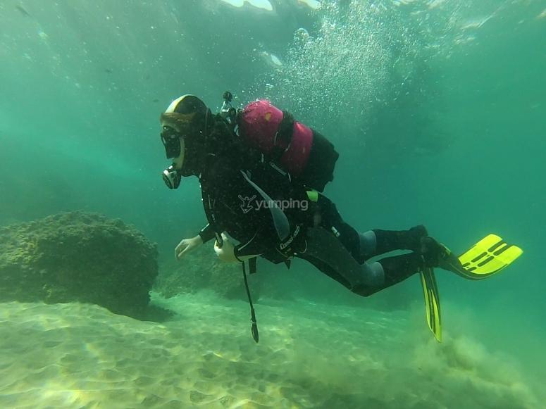 加泰罗尼亚海岸的潜水练习课