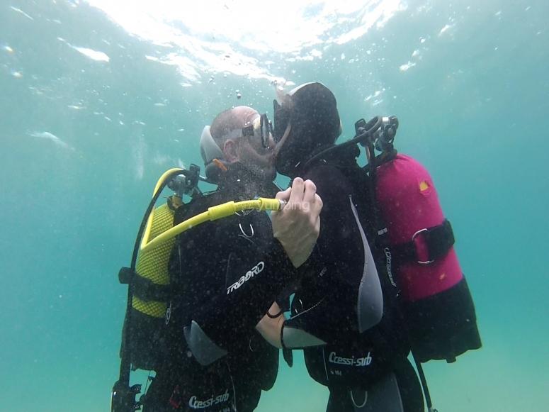 情侣潜水体验