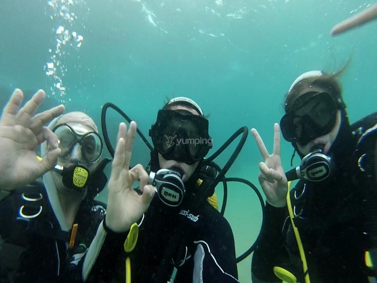 Clase teórica de comunicación bajo el agua