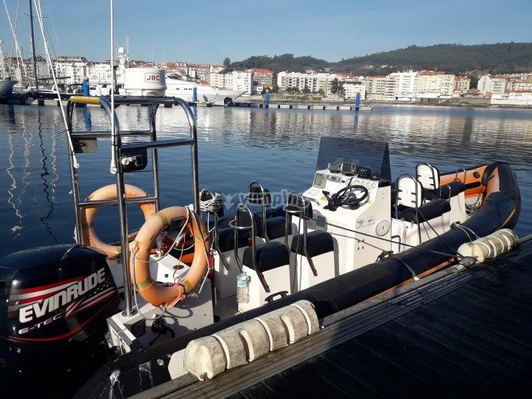 Embarcación con capacidad para 8 personas