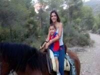 Sobre el caballo con el peque