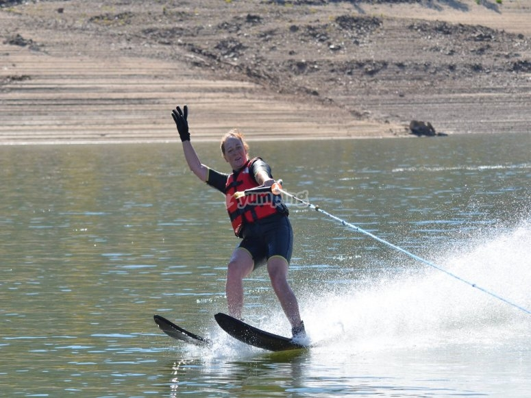 Destreza sobre los esquís acuáticos