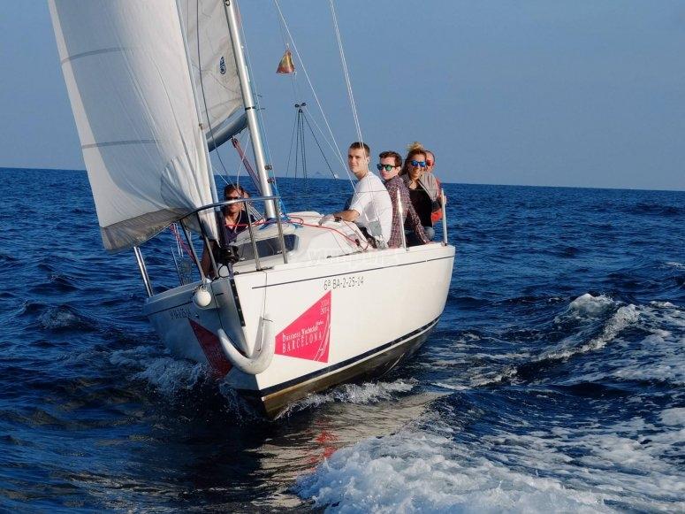 Excursión marítima en velero familiar