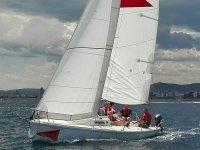 Velero SportyJ80 con capacidad para 7 personas