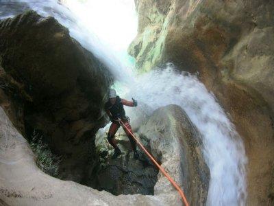 在 Río Verde level 2 Sierra Almijara 溪降
